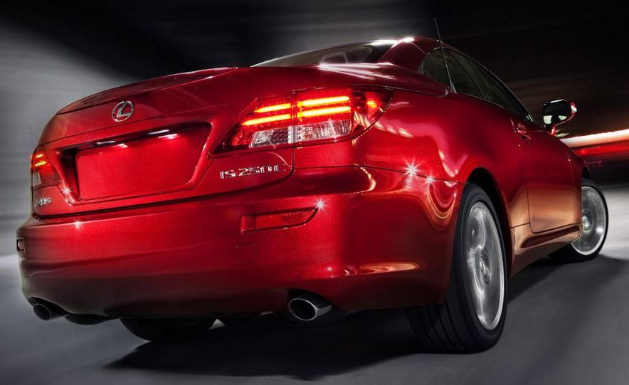 2010 Lexus IS convertible rear seatbelts - Slide 21