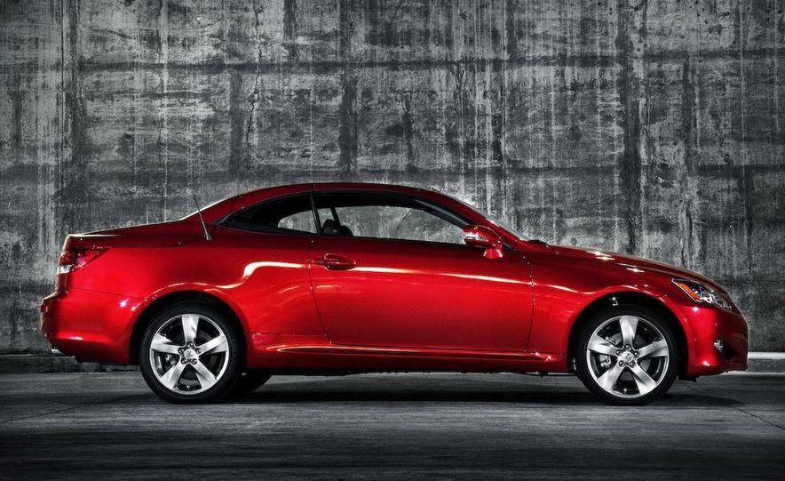2010 Lexus IS convertible rear seatbelts - Slide 40