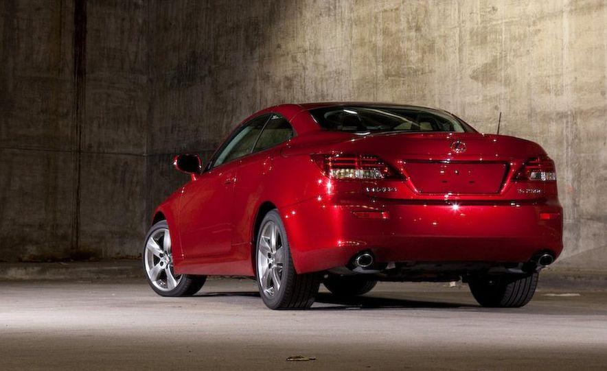 2010 Lexus IS convertible rear seatbelts - Slide 46
