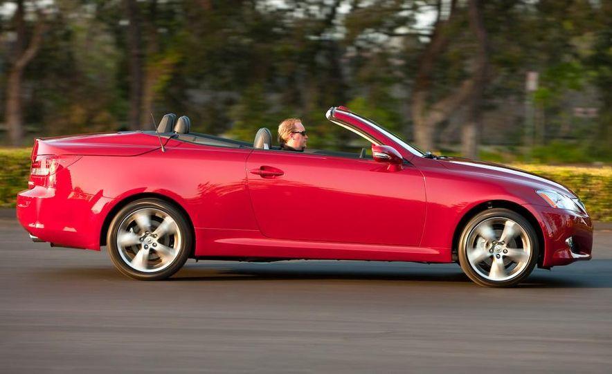 2010 Lexus IS convertible rear seatbelts - Slide 49