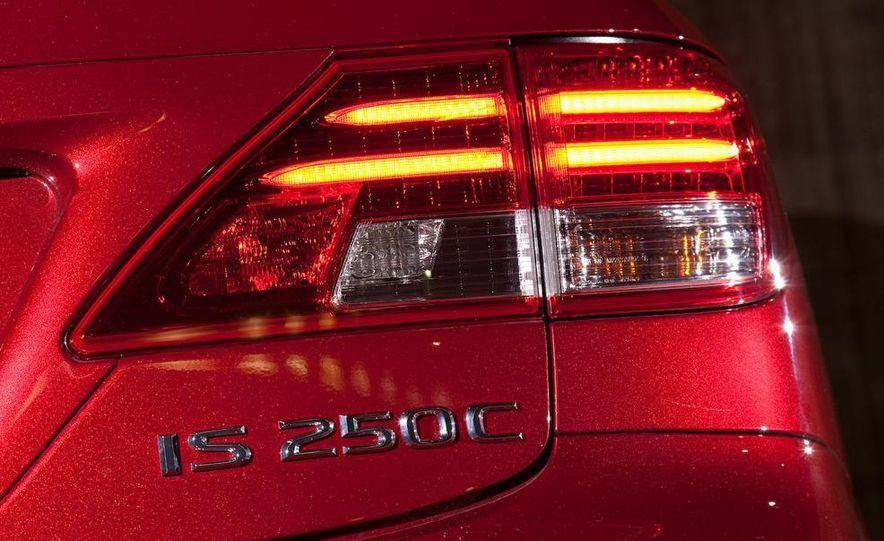 2010 Lexus IS convertible rear seatbelts - Slide 38