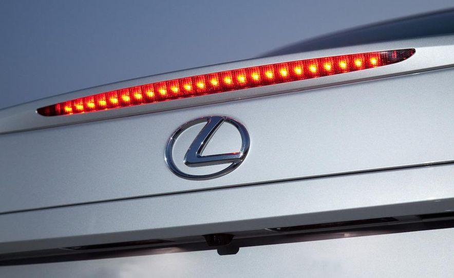 2010 Lexus IS convertible rear seatbelts - Slide 101