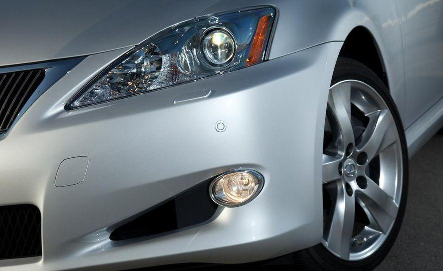 2010 Lexus IS convertible rear seatbelts - Slide 104