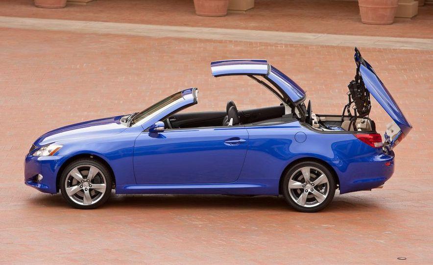 2010 Lexus IS convertible rear seatbelts - Slide 111
