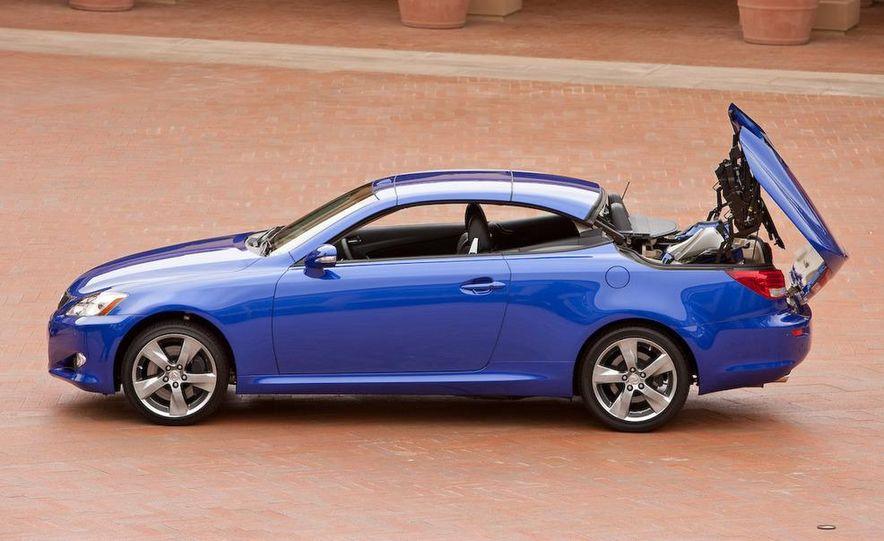 2010 Lexus IS convertible rear seatbelts - Slide 112