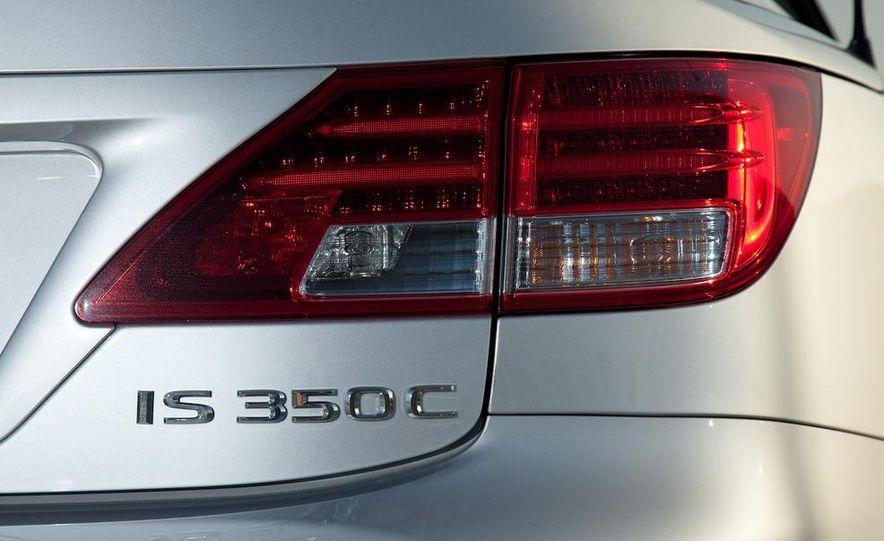 2010 Lexus IS convertible rear seatbelts - Slide 105