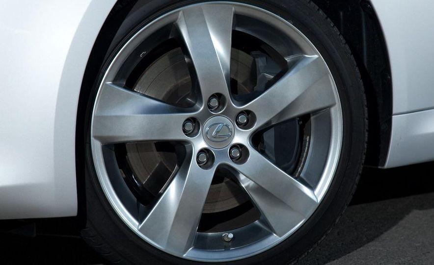 2010 Lexus IS convertible rear seatbelts - Slide 102