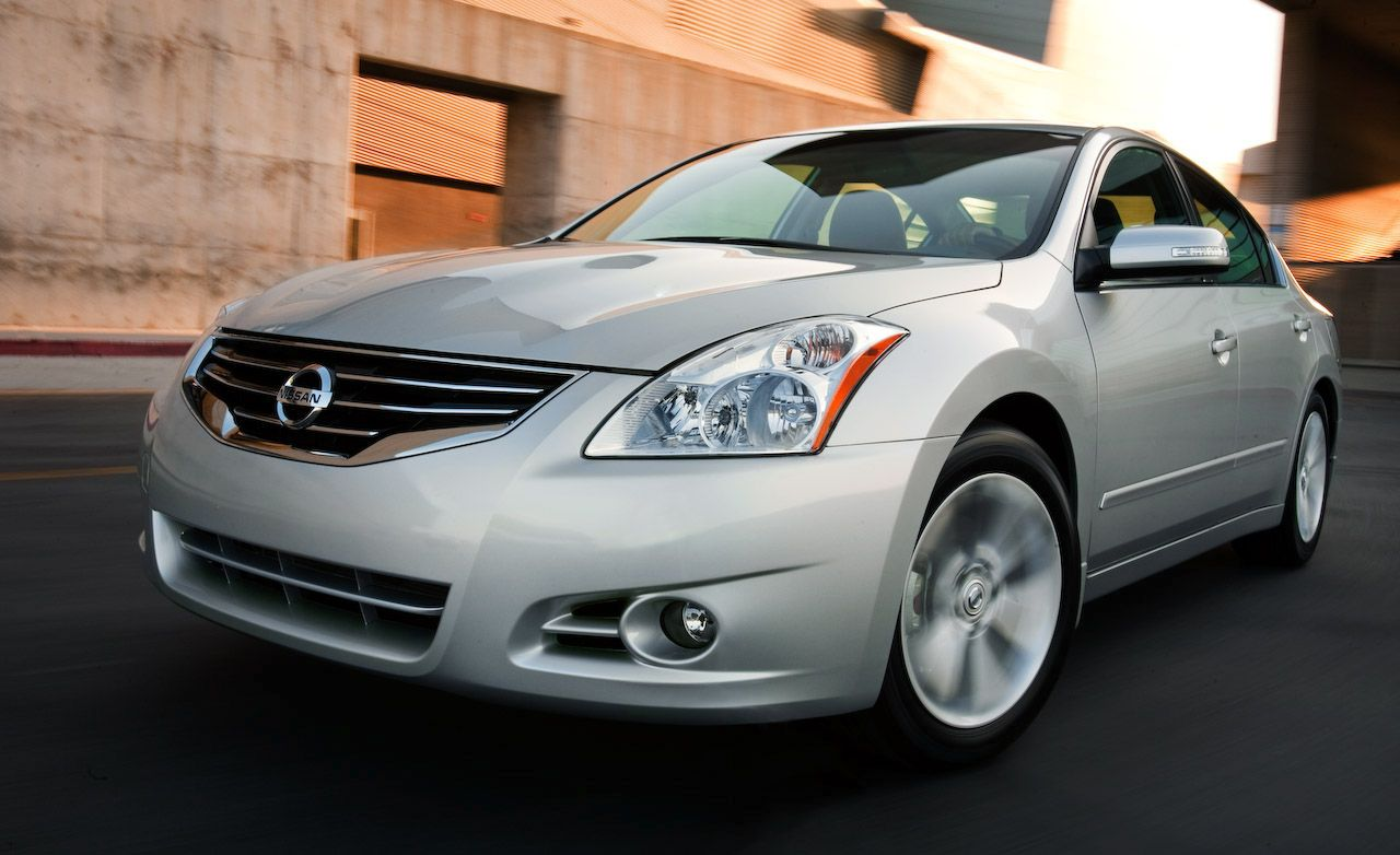 2010 nissan altima sedan review car and driver. Black Bedroom Furniture Sets. Home Design Ideas