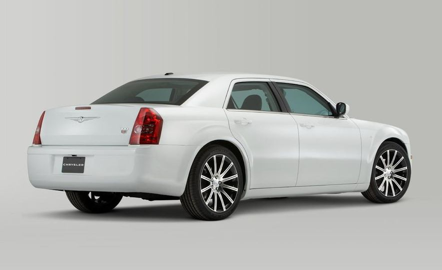 2010 Chrysler 300 S8 - Slide 24