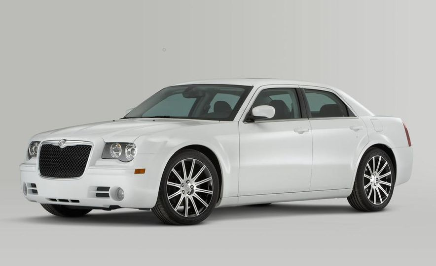 2010 Chrysler 300 S8 - Slide 25