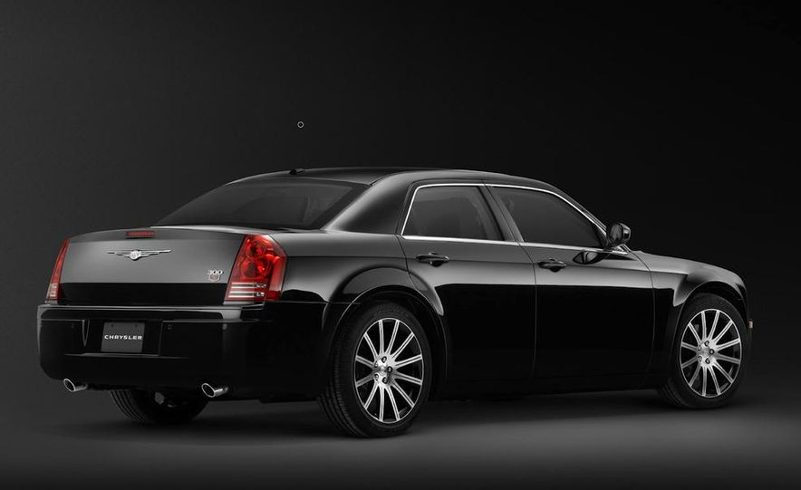 2010 Chrysler 300 S8 - Slide 29