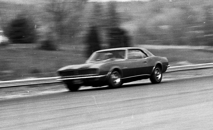 """1968 Chevrolet Camaro Z/28 and """"Tunnel Port"""" Ford Mustang coupe - Slide 42"""