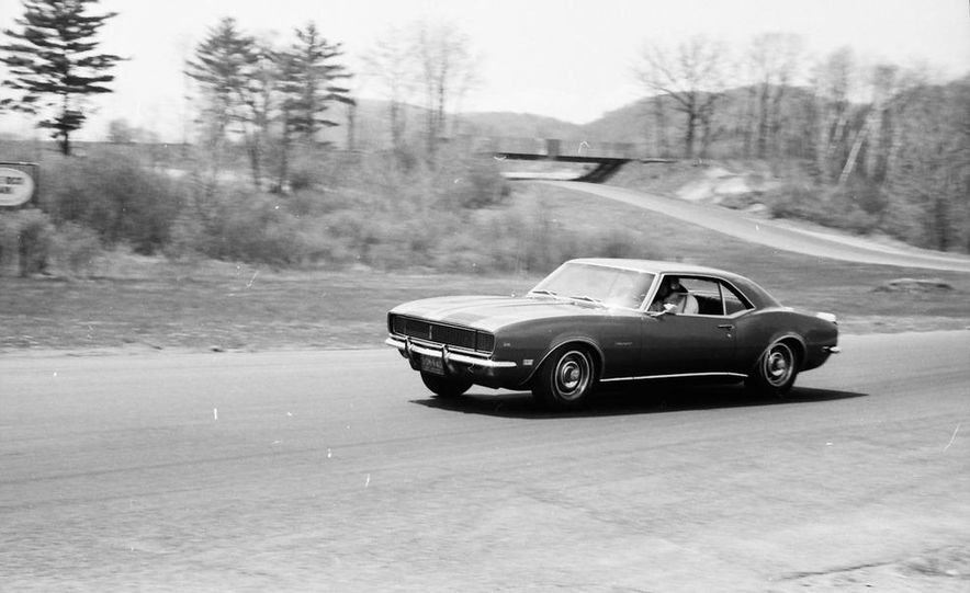 """1968 Chevrolet Camaro Z/28 and """"Tunnel Port"""" Ford Mustang coupe - Slide 43"""
