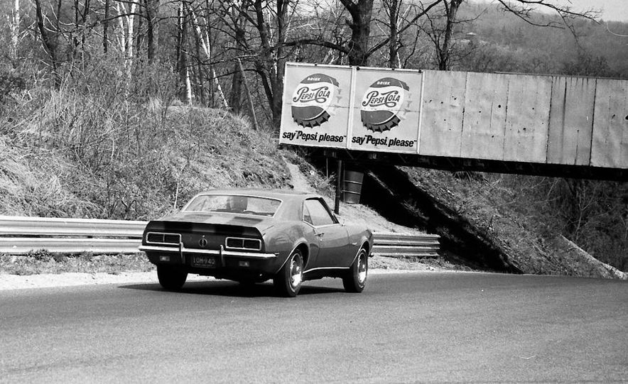 """1968 Chevrolet Camaro Z/28 and """"Tunnel Port"""" Ford Mustang coupe - Slide 46"""
