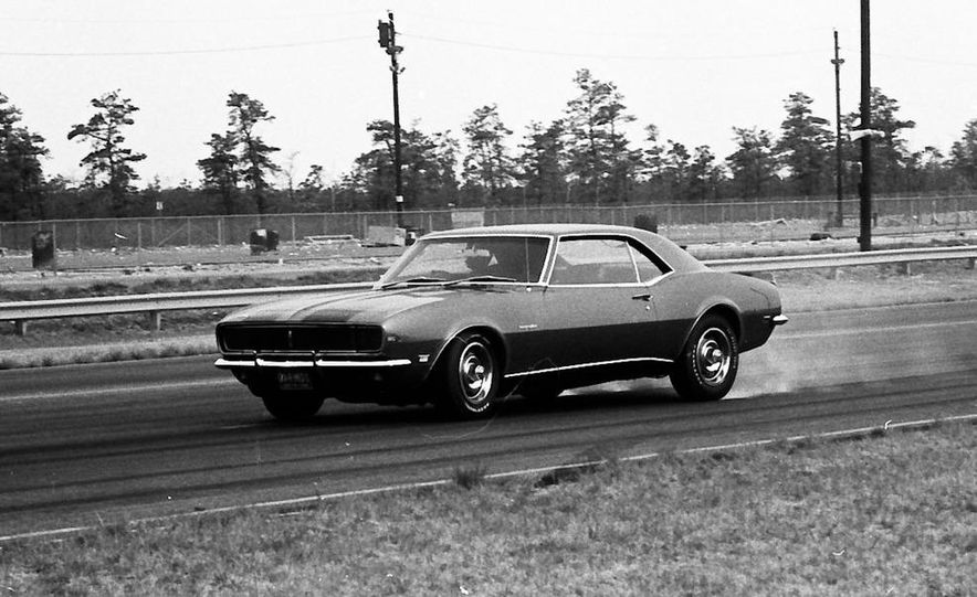 """1968 Chevrolet Camaro Z/28 and """"Tunnel Port"""" Ford Mustang coupe - Slide 49"""