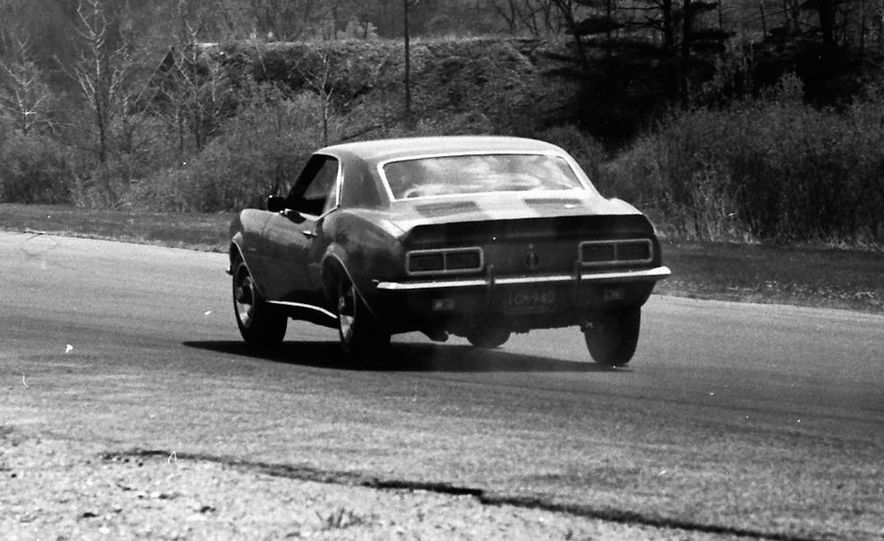 """1968 Chevrolet Camaro Z/28 and """"Tunnel Port"""" Ford Mustang coupe - Slide 16"""