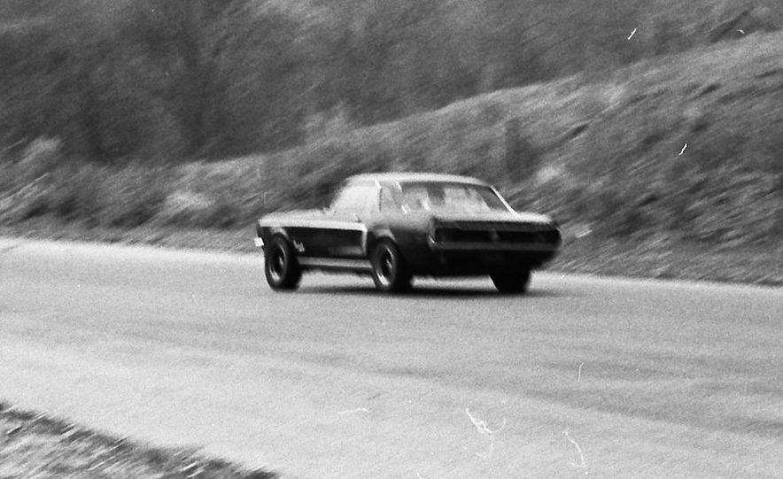 """1968 Chevrolet Camaro Z/28 and """"Tunnel Port"""" Ford Mustang coupe - Slide 38"""