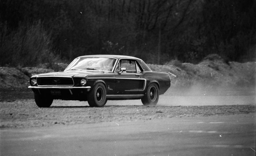 """1968 Chevrolet Camaro Z/28 and """"Tunnel Port"""" Ford Mustang coupe - Slide 14"""
