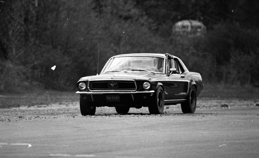 """1968 Chevrolet Camaro Z/28 and """"Tunnel Port"""" Ford Mustang coupe - Slide 15"""