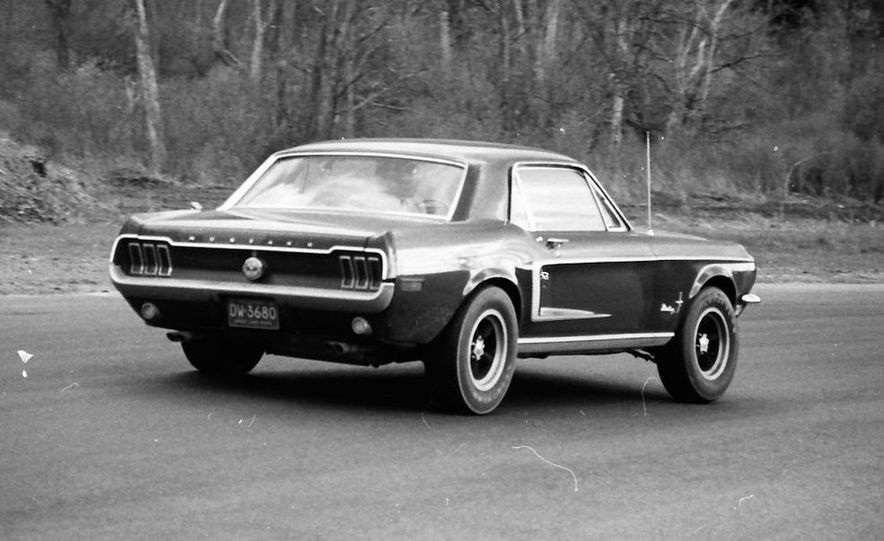 """1968 Chevrolet Camaro Z/28 and """"Tunnel Port"""" Ford Mustang coupe - Slide 20"""