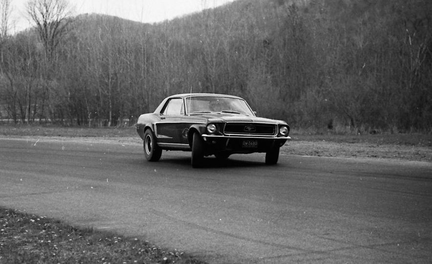 """1968 Chevrolet Camaro Z/28 and """"Tunnel Port"""" Ford Mustang coupe - Slide 21"""
