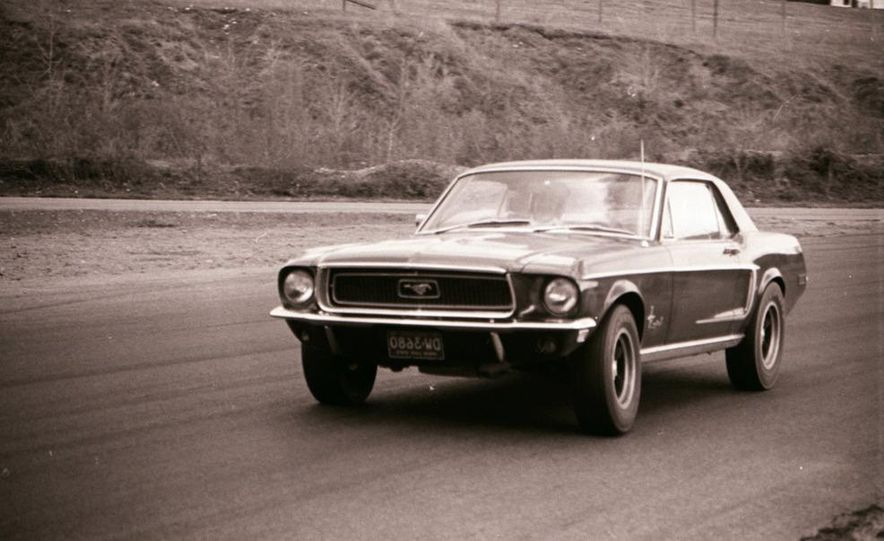 """1968 Chevrolet Camaro Z/28 and """"Tunnel Port"""" Ford Mustang coupe - Slide 22"""