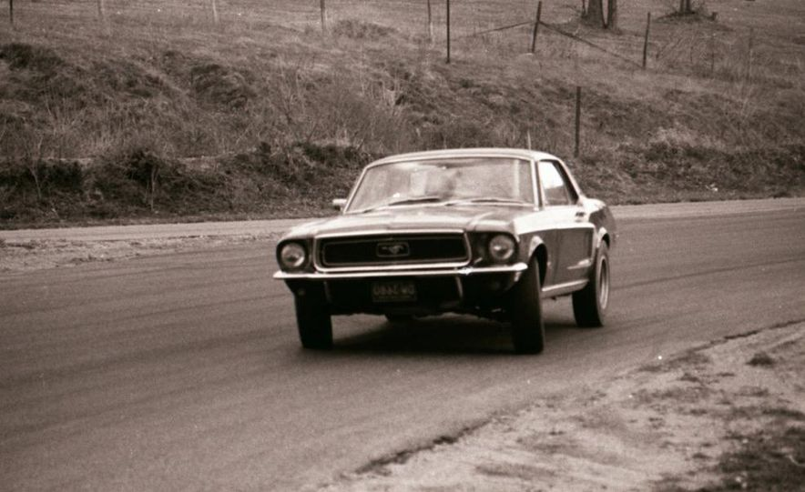 """1968 Chevrolet Camaro Z/28 and """"Tunnel Port"""" Ford Mustang coupe - Slide 24"""