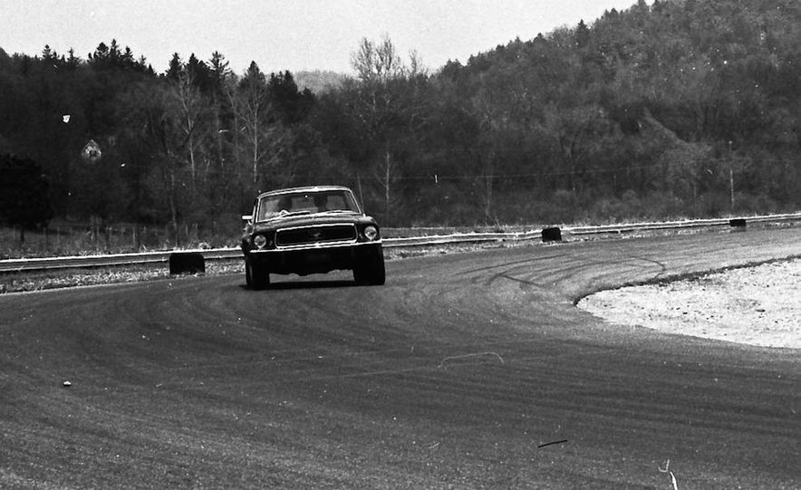 """1968 Chevrolet Camaro Z/28 and """"Tunnel Port"""" Ford Mustang coupe - Slide 30"""
