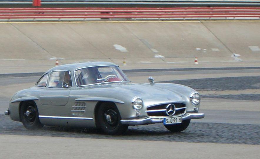 1954–1957 Mercedes-Benz 300SL Coupé - Slide 1