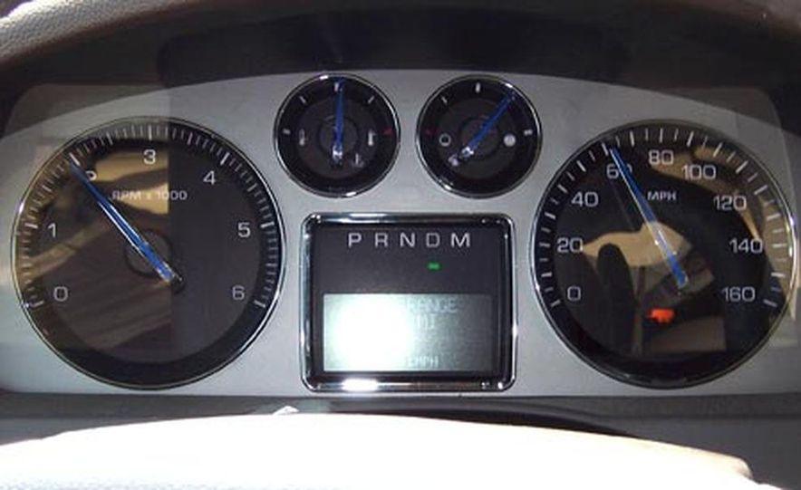 2007 Cadillac Escalade AWD - Slide 17