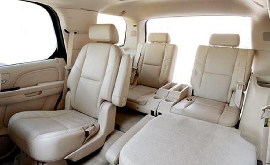 2007 Cadillac Escalade AWD - Slide 20