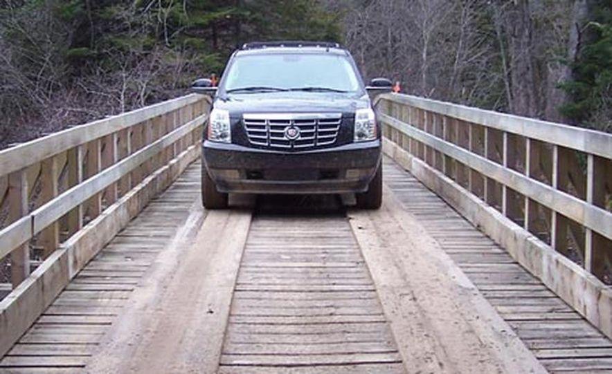 2007 Cadillac Escalade AWD - Slide 2