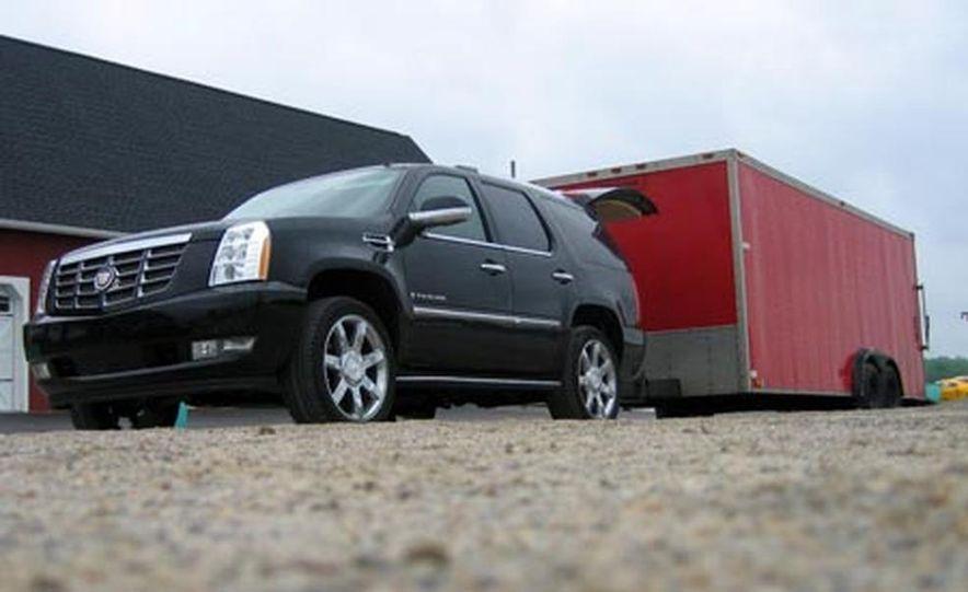 2007 Cadillac Escalade AWD - Slide 12