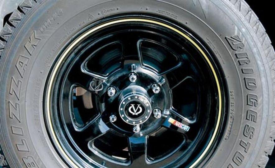 2007 Cadillac Escalade AWD - Slide 23