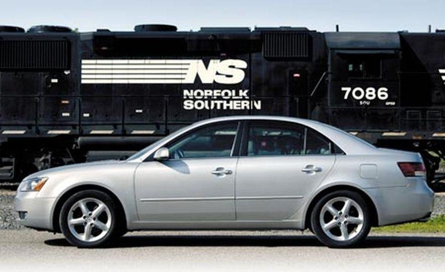 2007 Nissan Versa hatchback - Slide 7