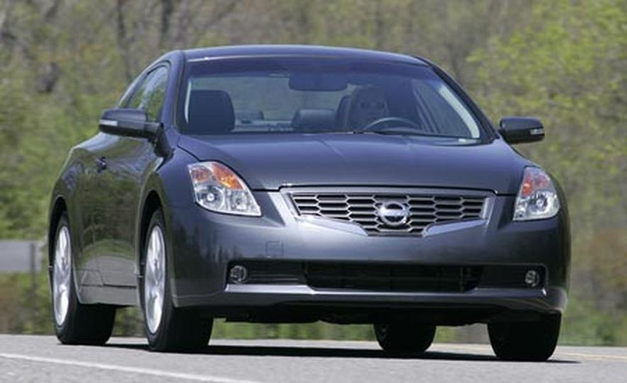 2008 Nissan Altima 35SE coupe  Photo Gallery  Car and Driver