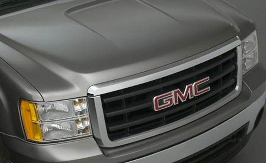 2007 GMC Sierra - Slide 1