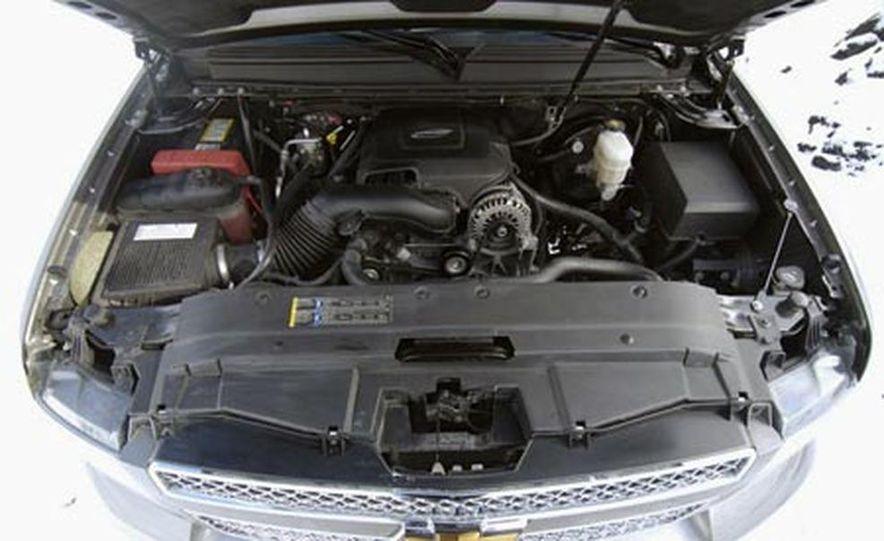 2007 Chevrolet Suburban LTZ - Slide 8