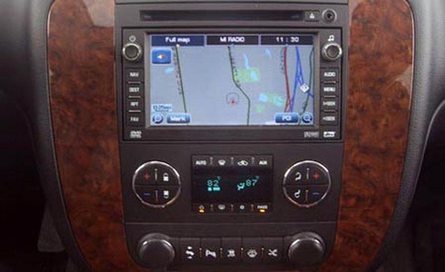 2007 Chevrolet Suburban LTZ - Slide 10