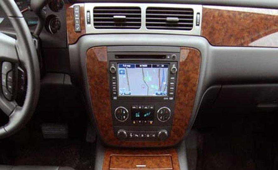 2007 Chevrolet Suburban LTZ - Slide 11