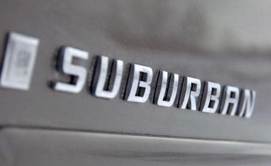 2007 Chevrolet Suburban LTZ - Slide 9
