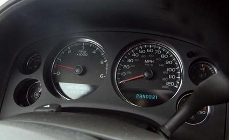 2007 Chevrolet Suburban LTZ - Slide 12