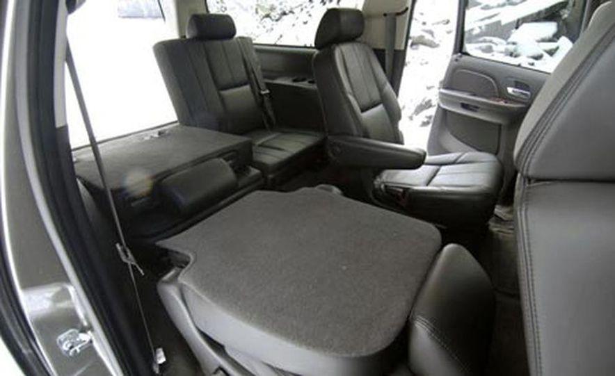 2007 Chevrolet Suburban LTZ - Slide 13