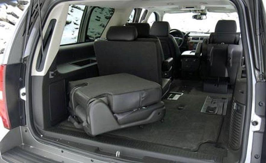 2007 Chevrolet Suburban LTZ - Slide 14