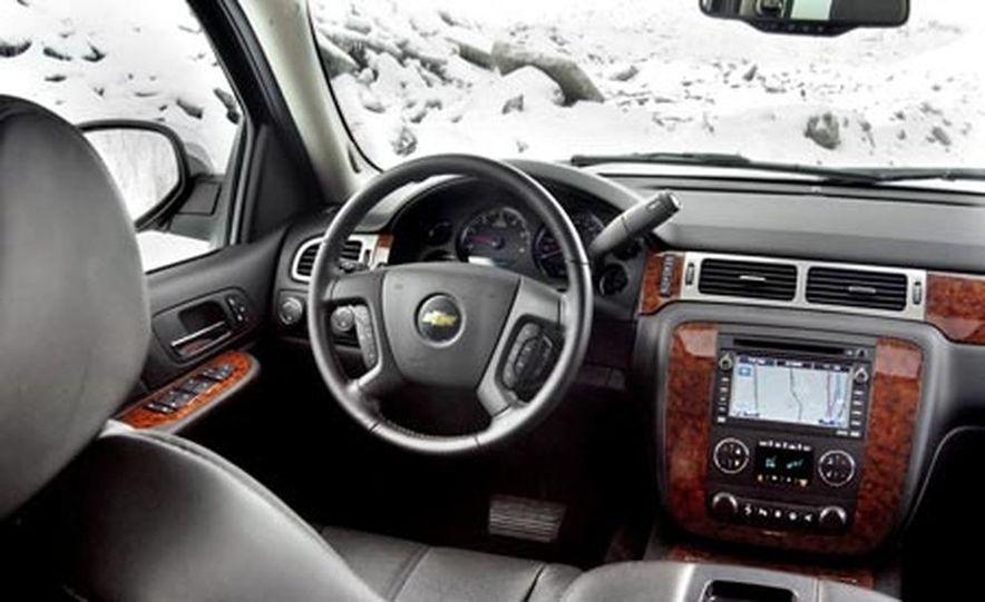 2007 Chevrolet Suburban LTZ - Slide 15