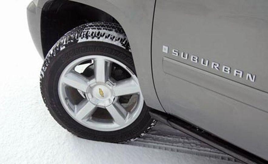 2007 Chevrolet Suburban LTZ - Slide 16