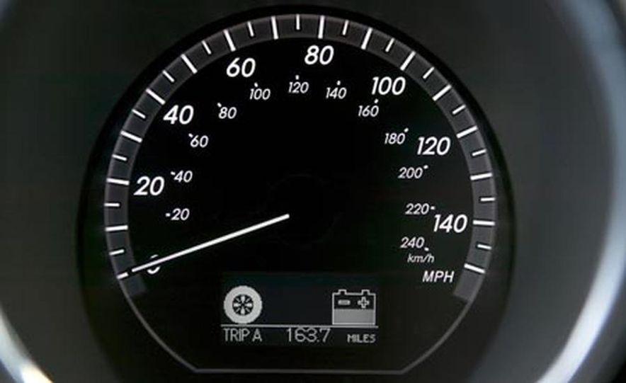 Lexus RX400h AWD - Slide 16