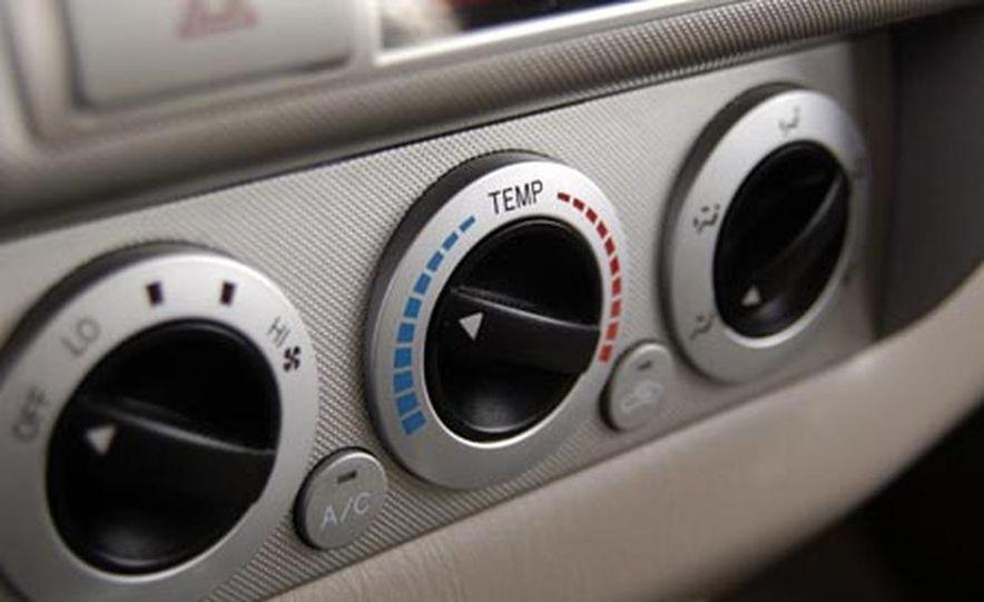Toyota Tacoma Double Cab 4x4 V6 Long Bed - Slide 13