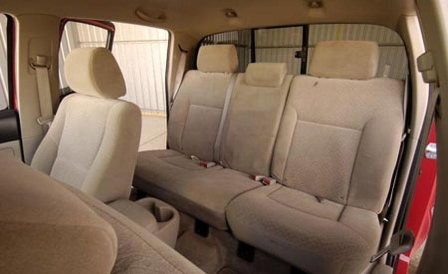 Toyota Tacoma Double Cab 4x4 V6 Long Bed - Slide 17