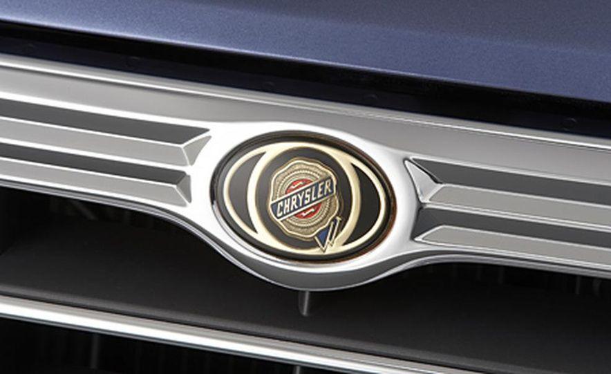 2007 Chrysler Aspen - Slide 8